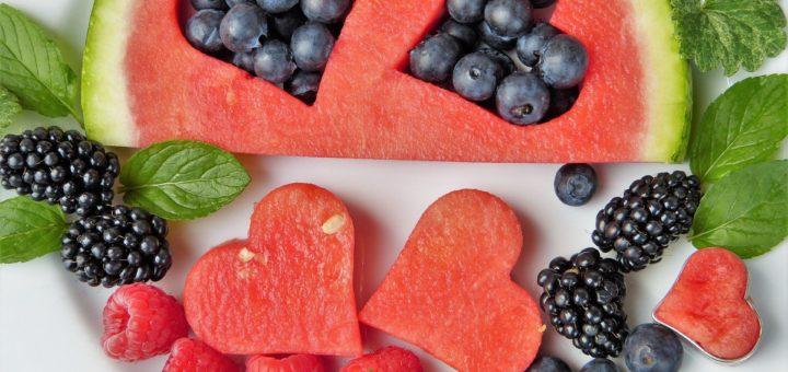 Ovoce vyskládané do tvaru srdce